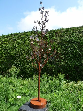 Saint Andrews, Canada: tree sculpture