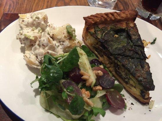 Mottram St. Andrew, UK: Veggie tart