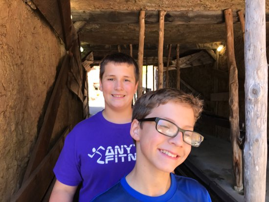 Ripley's Davy Crockett Mini Golf : Cool fort and water features