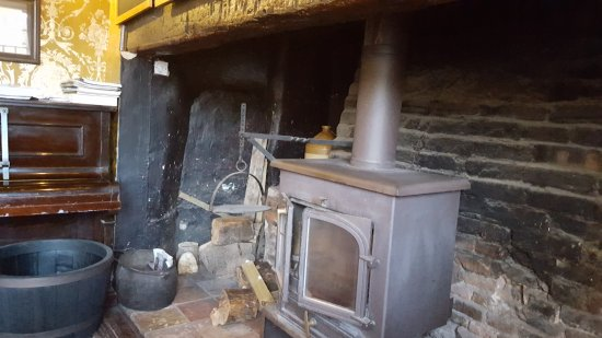 Castle Acre, UK : Front fireplace