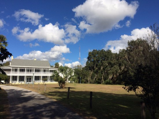 Brooksville, FL: Approaching the Manor HOuse