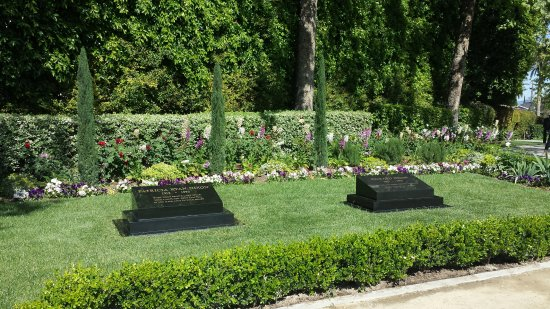 Yorba Linda, Kalifornien: Burial site on the grounds