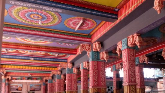 Madurai, Indien: Colourful interior of the temple
