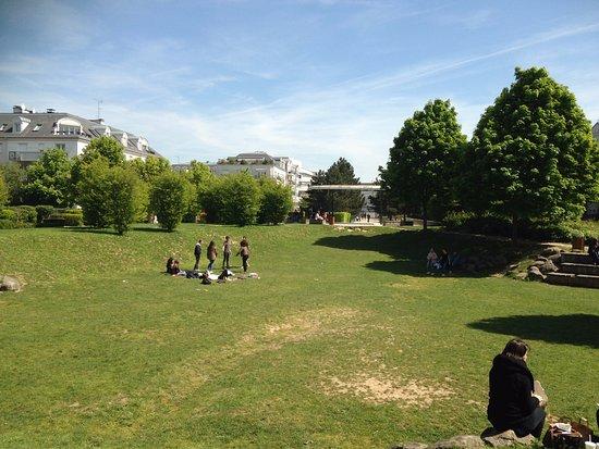 Jardin des artistes noisy le grand frankrike omd men for Artistes de jardin