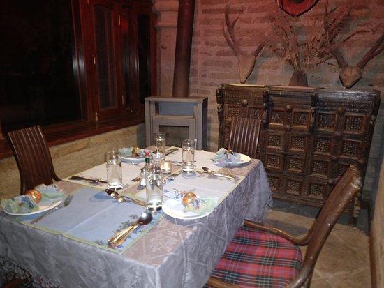 Sitla Estate: Dinner table!