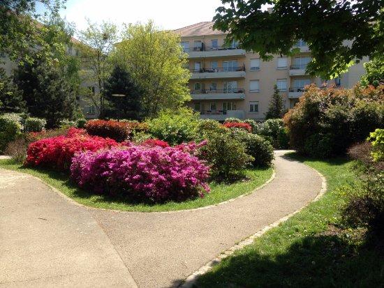 Une allée - Photo de Jardin des Artistes, Noisy-le-Grand - TripAdvisor