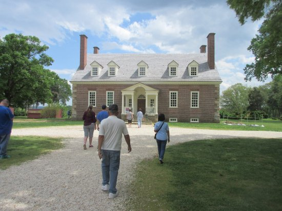 Lorton, VA: Then the tour continues at the house