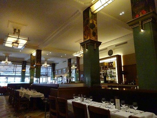Le restaurant picture of la coupole paris tripadvisor for Le miroir resto paris