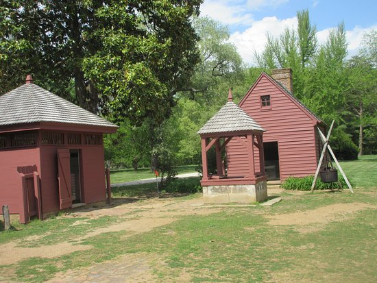 Lorton, VA: Kitchen and historic water well