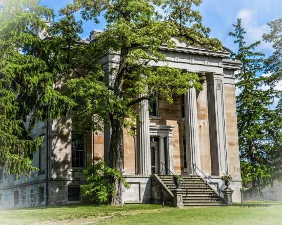 Cayuga, Kanada: The facade of the Ruthven Park Mansion, an excellent example of Greek Revival architecture