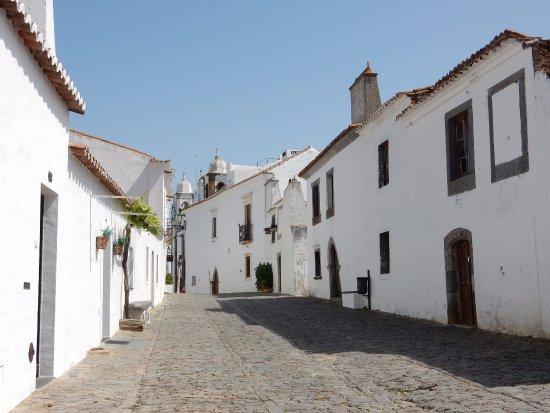 Monsaraz, Portugal : Calle principal