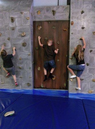 Hemet, CA: climbing wall