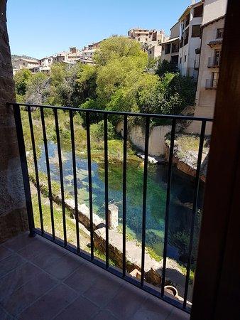 Beceite, إسبانيا: Las vistas desde la mesa del restaurante La fabrica de Solfa