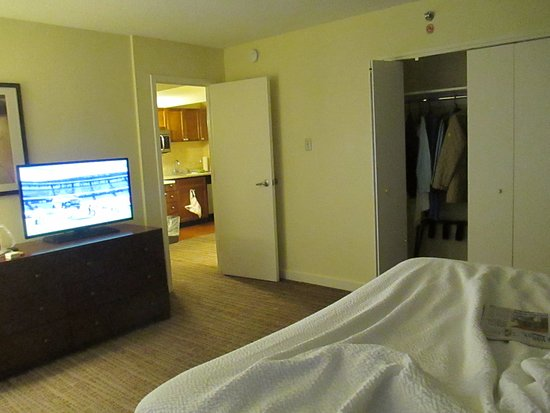 Residence Inn Chicago Downtown/Magnificent Mile: king bedroom