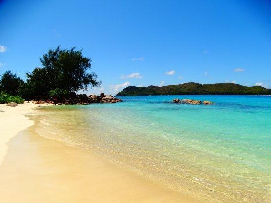 Anse Takamaka, Seychellerne: Spiaggia del Raffles e Curieuse Island