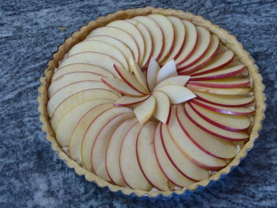 Gramont, France: Here's one we made earlier! Tarte aux Pommes