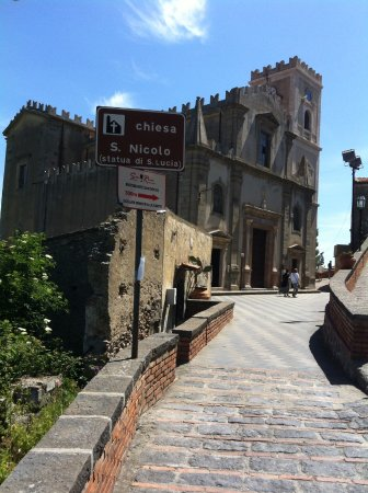 Savoca, Italia: View of San Nicolo church from the walkway.