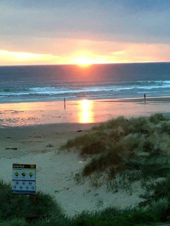 Sunset Surf Motel: Sunset photo