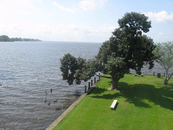 Edenton, Северная Каролина: view from porch
