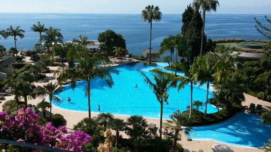 Pestana Carlton Madeira: Der große Außenpool des Hotels