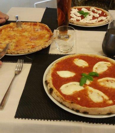 Fossano, Italien: Pizze: Valdostana, Burrata e Bufala