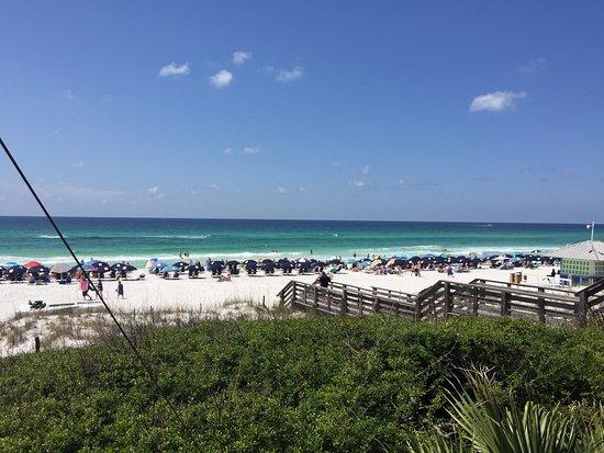 Sandestin Golf and Beach Resort: Beach from the restaurant at Beachside Condo Complex