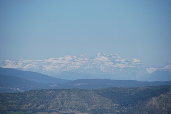 Barbastro, Spain: Vue sur les Pyrénées Enneigées
