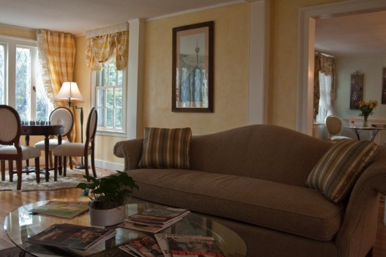 Madison, CT: There's plenty of peaceful space to relax and converse with family or other guests