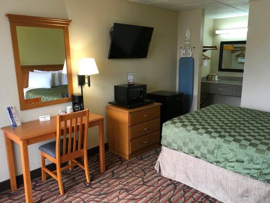 West Monroe, Луизиана: One Queen Bed