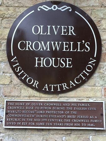 Oliver Cromwell's House: photo1.jpg