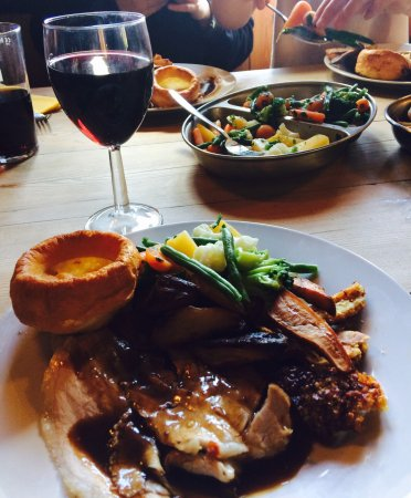 Woodchester, UK: Had a fantastic Sunday lunch for my birthday at the Royal Oak, delicious roast pork followed by
