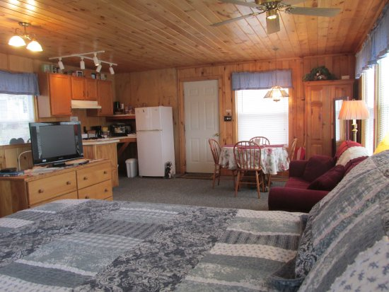 Canton, NY: Pond House-private cottage w/kitchen.
