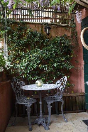 Hotel Locanda Fiorita: Terras voor kamer 10