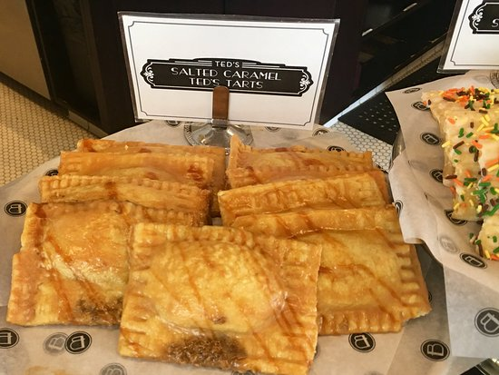 Reston, Wirginia: Salted Caramel pop tarts