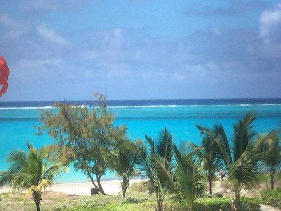 Sands at Grace Bay: Vue sur la plage de Grace Bay et de son eau turquoise  Un séjour magnifique d'une semaine et une