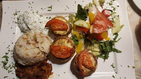 Uzun's Restaurant: 20170424_210814_large.jpg