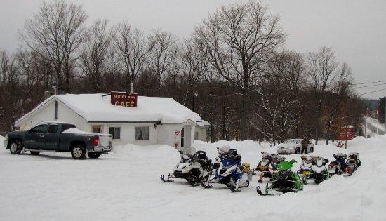 Magnetawan, Canada: snowmobiling to Quiet Bay Café
