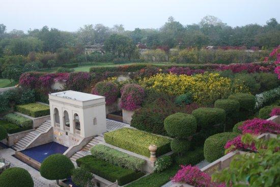 The Oberoi Amarvilas: Hotel gardens