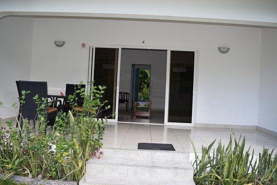 La Modestie Guesthouse: veranda