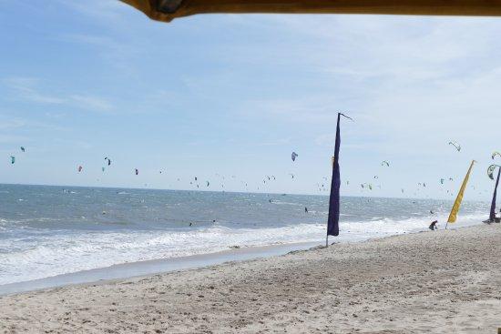 Coco Beach Resort: am ersten Tag mit Absperrung für Kite-Surfer
