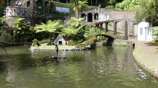 Monte Palace Tropical Garden : Petit lac au centre du parc