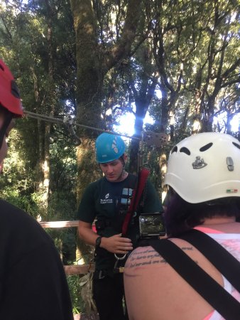 Rotorua Canopy Tours: the guide giving instructions