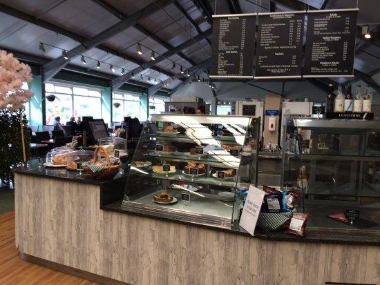 Brixton, UK: Food counter at Otter.