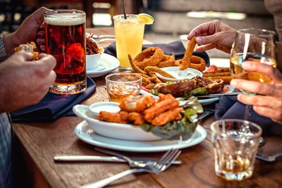 Pleasant Hill, Kaliforniya: Happy Hour M-F 3-6pm 1/2 off appetizers & drink specials