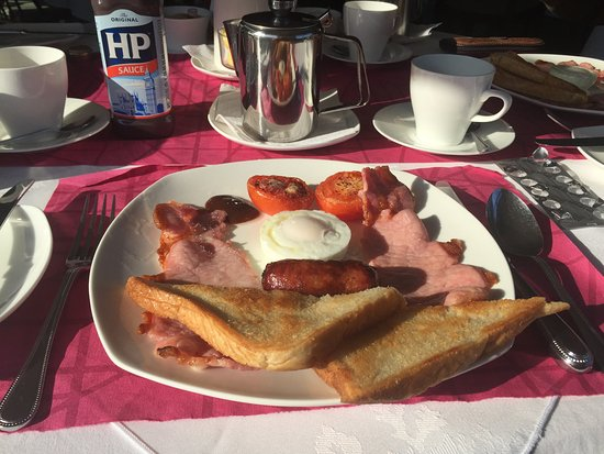Aviary Court Hotel: Breakfast of Champions