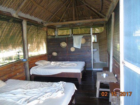 Guayana Region, Venezuela: pokój hotelowy, w głębi łazienka