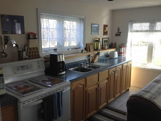 Hunter River, Canada: Clean kitchen area