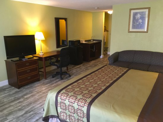 Grand Rivers, KY: One King Bed