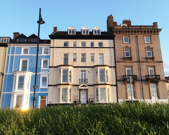 The riviera guest house updated 2018 guesthouse reviews for 2 west terrace whitby