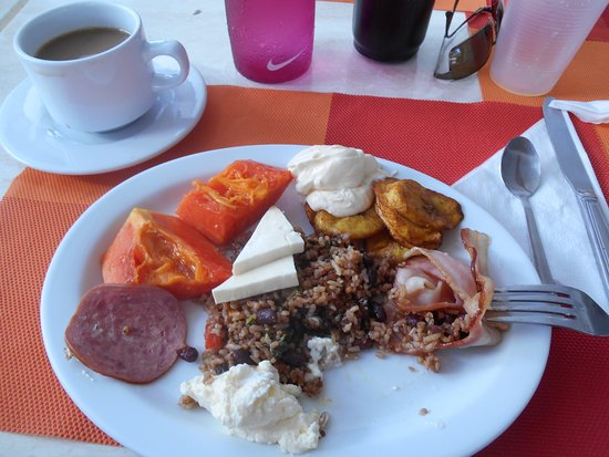 Hotel Villas Playa Samara: breakfast - gallo pinto!